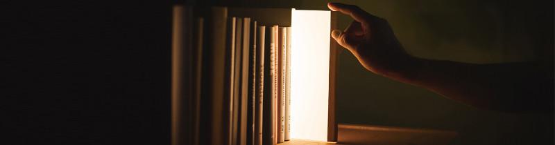 Ученье - свет. Лампа в виде книги от японской студии дизайна